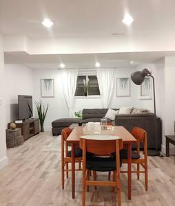 Bright & spacious private suite