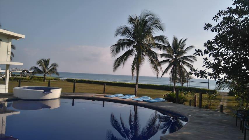 Villa con Vista al Mar en Costa Esmeralda, Ver.