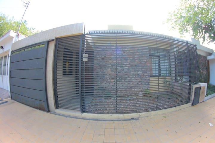 Casa calle Bolivia 3258 Sexta Seccion Ciudad Mdz - Mendoza - House