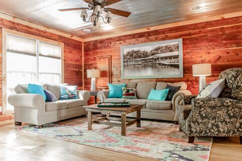 Cozy Cedar Cabin Near Tim's Ford Lake & Lynchburg