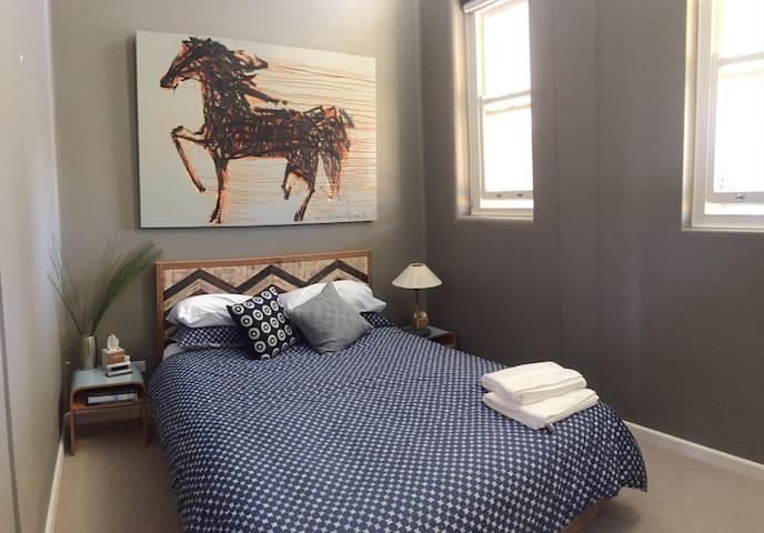 Large room in luxe little bay apmt - Little Bay