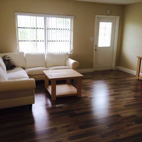 Cozy Room in Spacious Single Family House - Tamarac - Casa