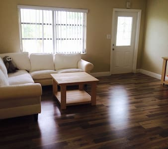 Cozy Room in Spacious Single Family House - Tamarac