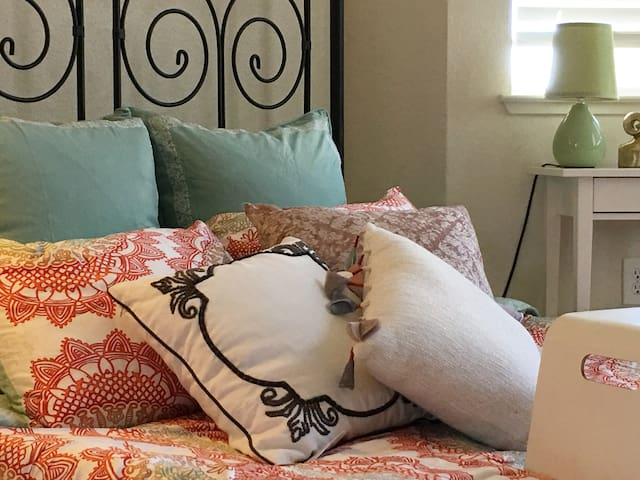 1 Bedroom Condo in Redwood Shores