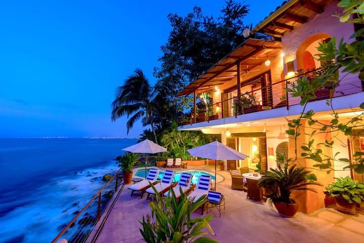 Elegante Casa Frente al Mar. Estilo Colonial