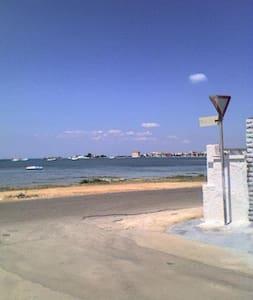 appartamento 50 metri dal mare - พอร์โต เซซาเรโอ
