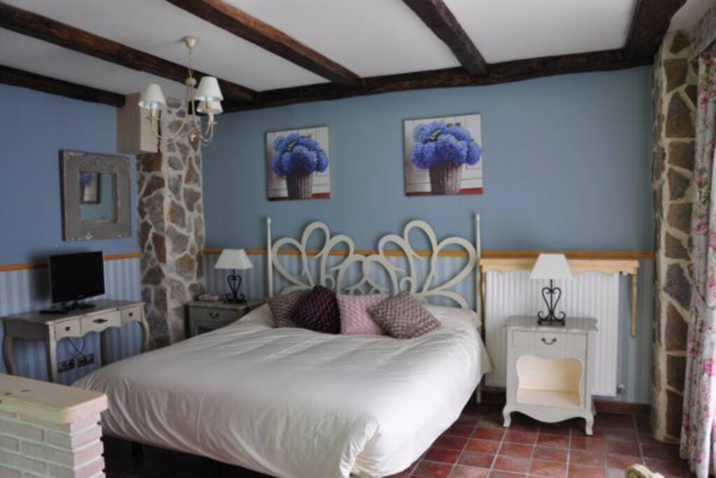 Suite con jacuzzi en la habitacion bed and breakfasts for rent in regules cantabria spain - Habitacion con jacuzzi en cantabria ...