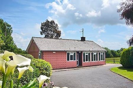 Quiet 3 bedroom house in rural area - Waterford - Rumah