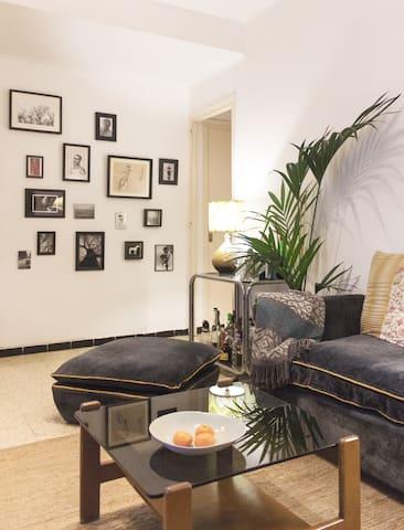 Cozy room in stylish vintage Apt Sagrada Familia
