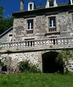 Cantal-Grande maison indépendante - Pradiers - 独立屋