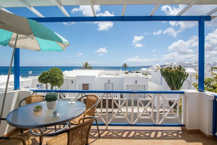 Charming Apartment Close to Beach with Balcony, Wi-Fi & Mountain View