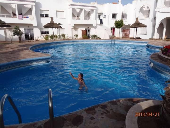 Duplex ds residence avec piscine  a 200m de la mer