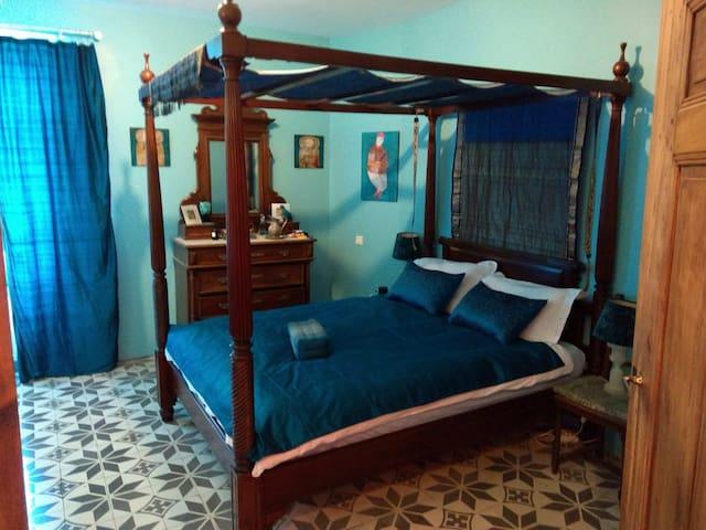 The Blue Room, Rubin's of Nevian