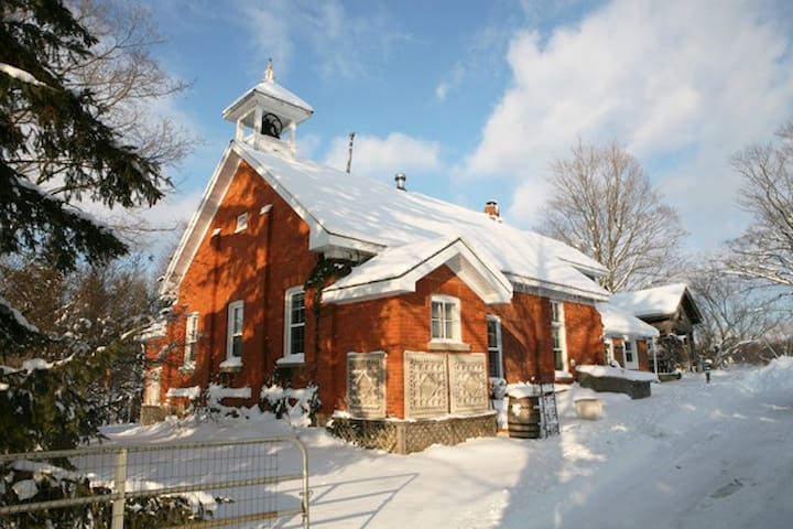 Picturesque School House Retreat - Meaford