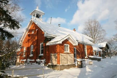 Picturesque School House Retreat - Meaford - House