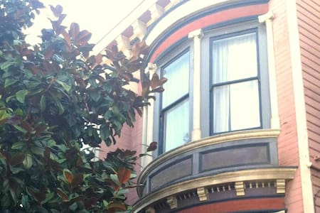 Pacific Heights, 2 rooms & parking!