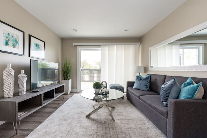 Remodeled Luxury Condo, minutes from Legoland