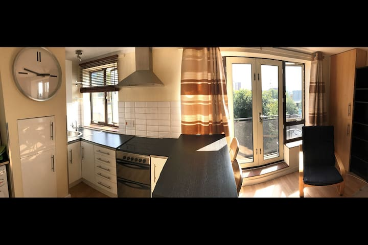 1 private room in 2-bed flatshare in Angel