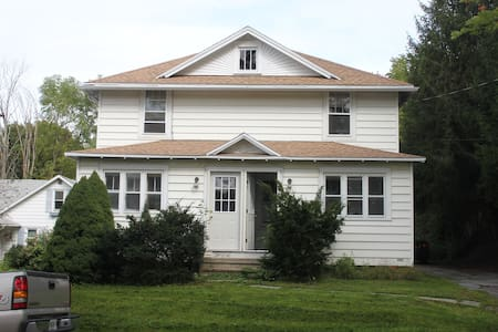 Upstate NY Living, far but close - Vestal - Apartmen
