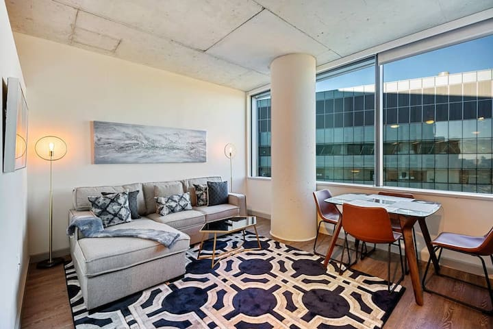 Executive Studio in the heart of University City