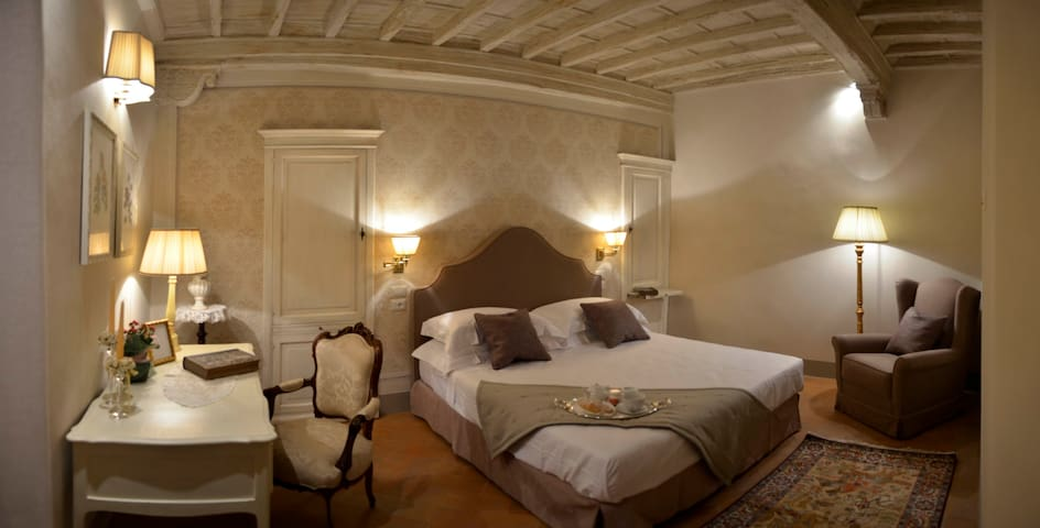Deluxe Romantic Room in Cortona - Cortone - Bed & Breakfast
