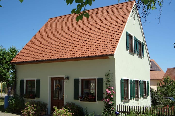 Holiday & Vacation house in Franconia, Free Wifi - Neuendettelsau - Ev