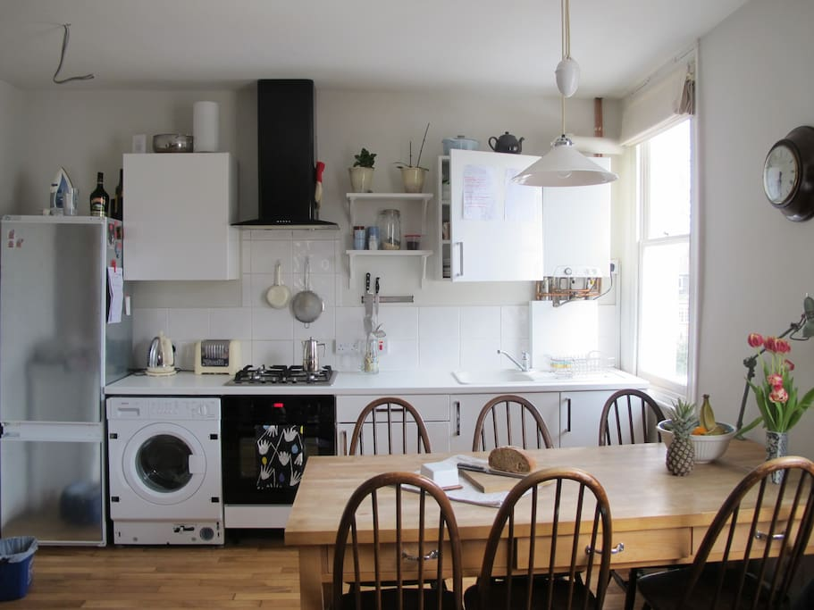 Open plan kitchen to cook in.