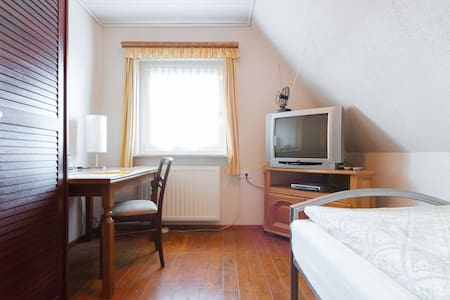 Nice, cosy, sunny & quiet Room for1 - Barwedel - Bed & Breakfast