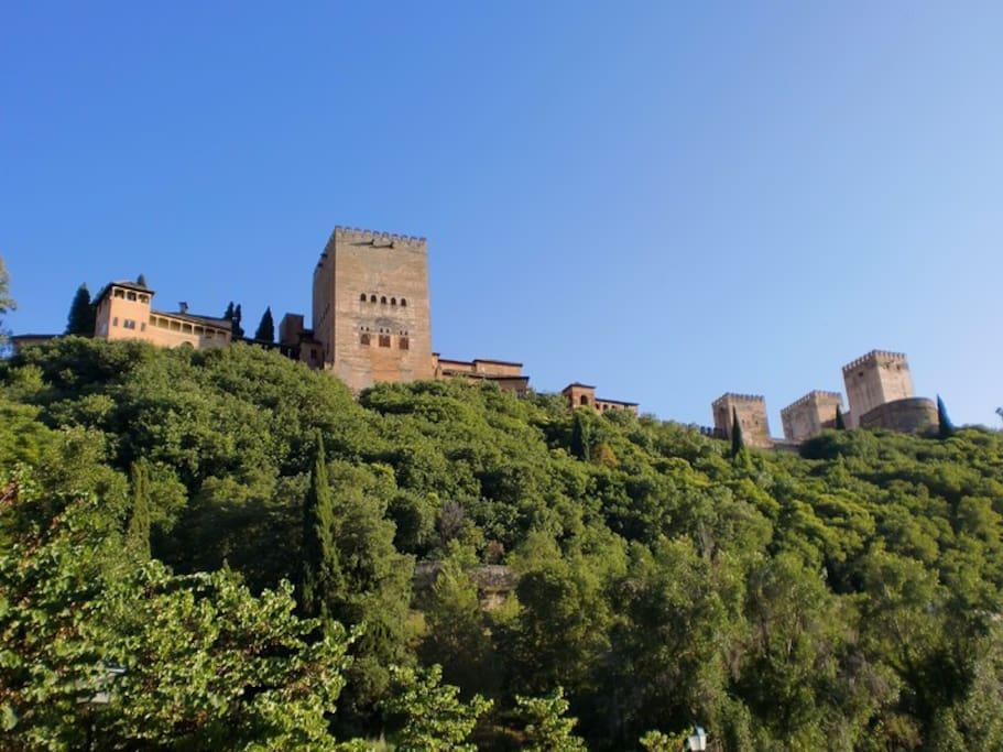 la Alhambra de Granada  a 1 hora de camino