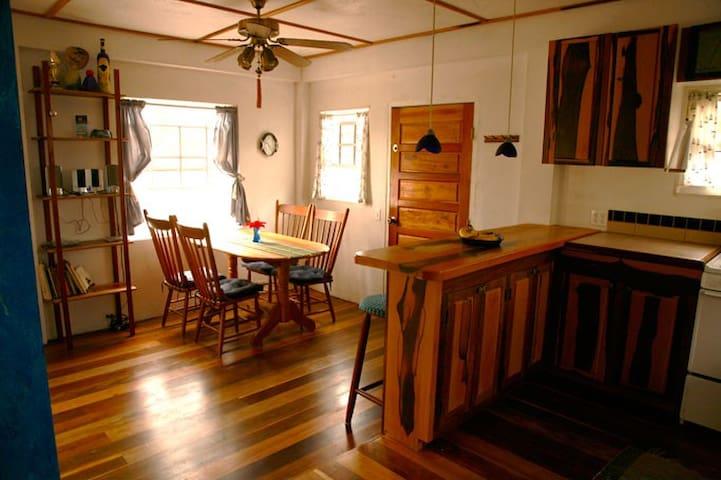ALTA VISTA Tropical Island Home - Caye Caulker - Casa