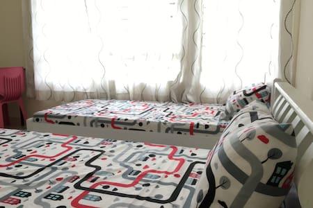 Budget designer master bedroom 910 - Shah Alam - Condominio