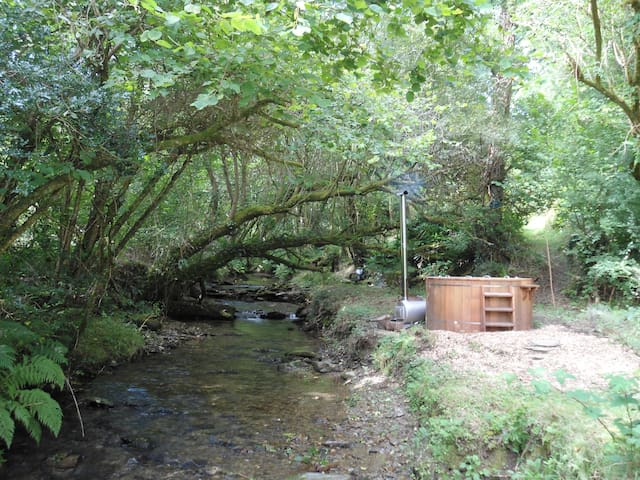 Stable, bell tent, river & hottub - Clydey
