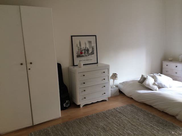 One bedroom flat for Paris lovers