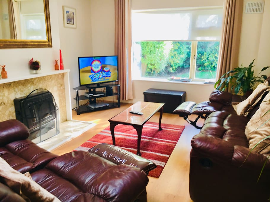 Bright airy living room with WiFi and Sky Tv
