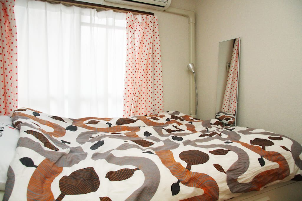 Air-conditioner/hearter, full length mirror, standing lamp are available