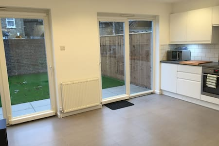 Bright Room in Garden House2 - London - Haus