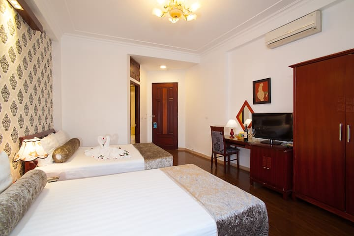 Family Room Of Luxury Hotel - Cửa Nam - Bed & Breakfast
