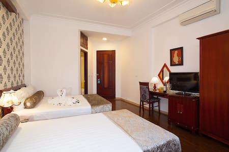 Family Room Of Luxury Hotel - Cửa Nam