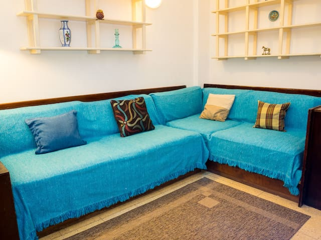 Relaxing large sofa. Good new mattress to use on top for a 3rd guest to sleep. May accomodate a 4th (consult).