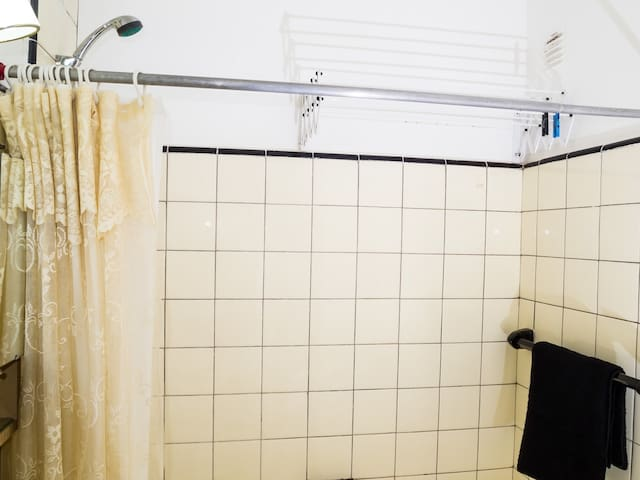 Full-size tub. Powerful water heating. Drying rack.