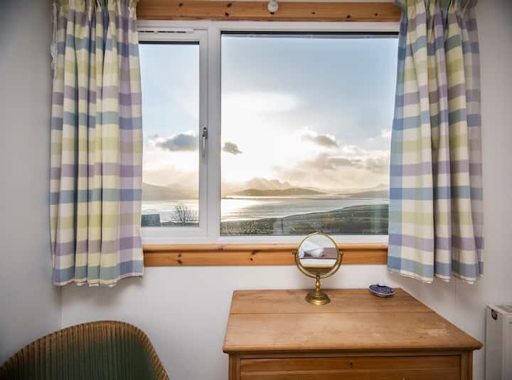 3 bedroom house with island views & wifi - Melness NC500