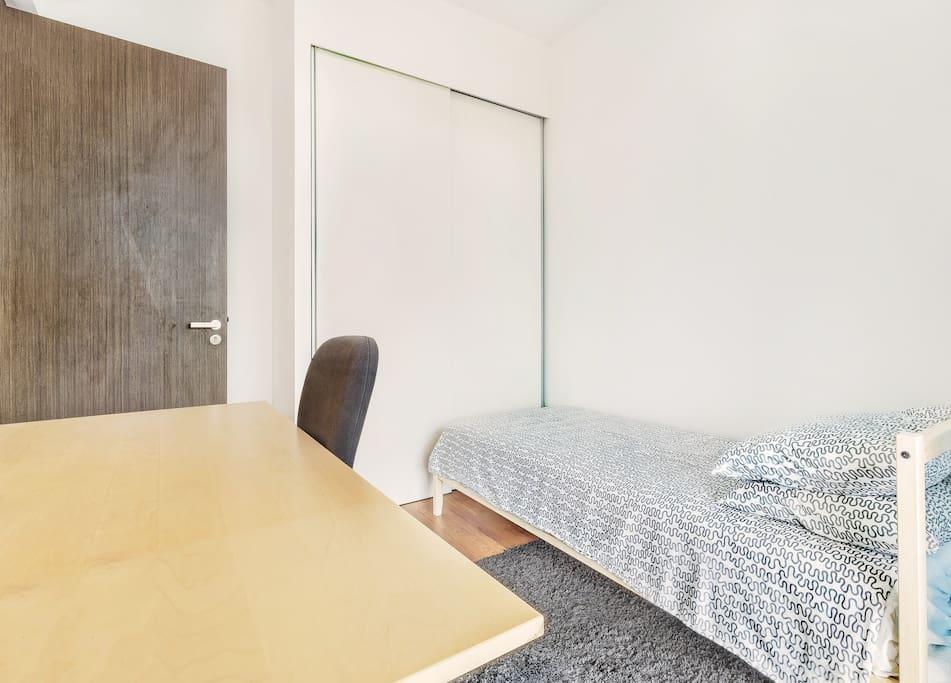 junior master bedroom (large desk)
