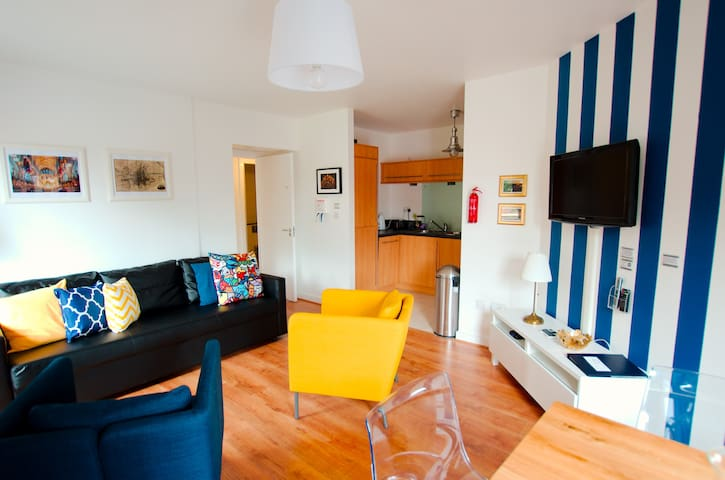 Stylish&Refurbished apt excellent central location