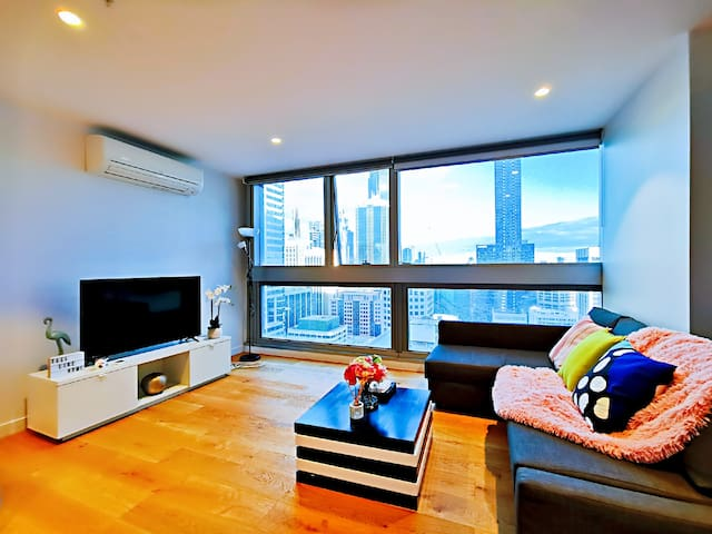 Stylish 2 Br 2 Bath at Southern Cross, free tram