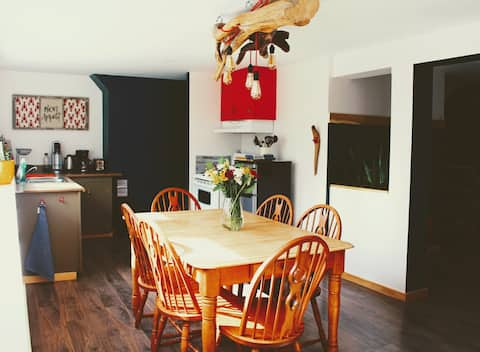 Driftwood Landing | Cosy Private Basement Suite |