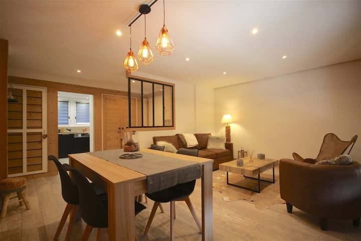 Impeccably renovated 2 bedroom apartment on the first floor of the building,