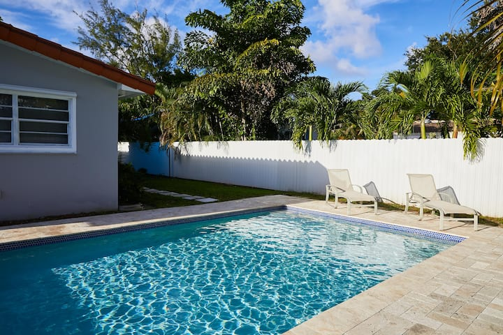 Beautiful 3 Bedroom house with Pool great location