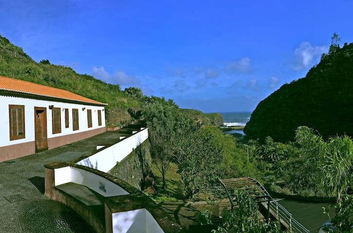 Lovely farm house by the sea - Faial - Huis