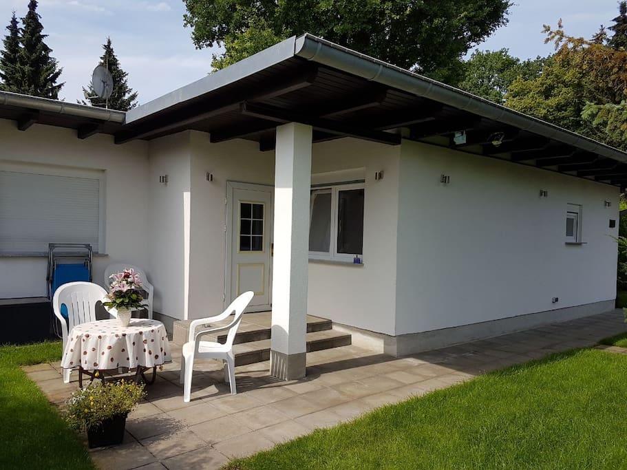Ganze unterkunft bungalow bungalows louer berlin for Bungalow berlin