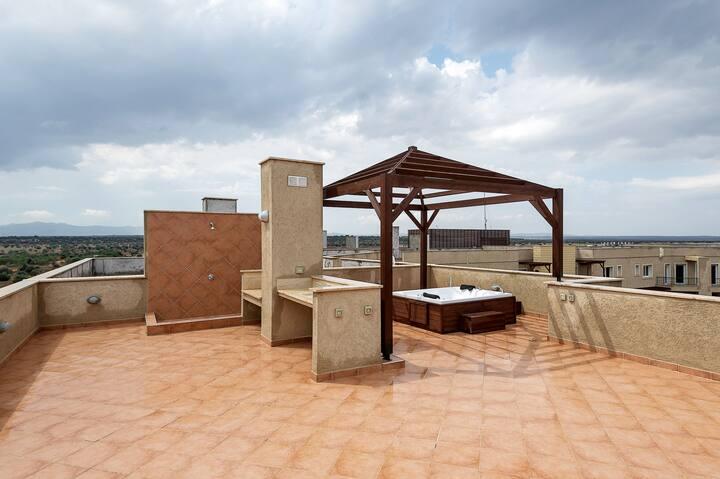 Эксклюзивный пентхаус с приватной крышей и джакузи